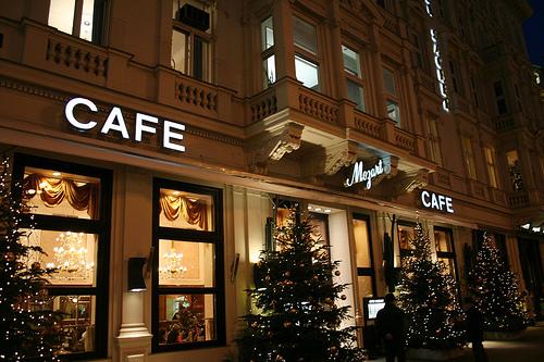 街の中のカフェ